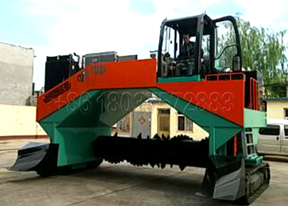 Windrow Turner Used in Cow Dung Powder Fertilizer Production Line